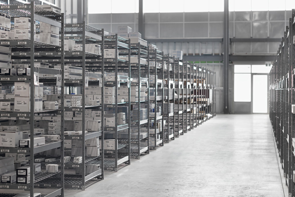 automotive or large box bulk rack shelving with boltless design and wire decking for factory inventory